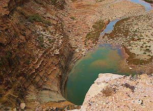 Khawi-naam cascades à environ 30KM d'Akhfenir par la piste dans le désert